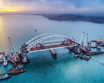Такси по Крымскому мосту: куда едут жители полуострова