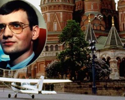 Упал с неба: зачем на Красной площади приземлился немецкий лётчик