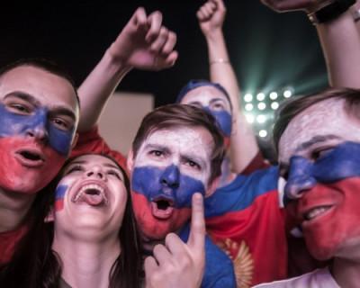 Болельщики остервенело празднуют победу сборной России!