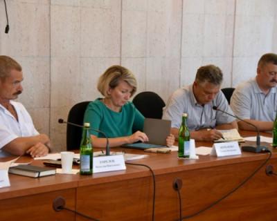Депутаты Заксобрания Севастополя занимаются самолюбованием?