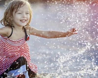 Водные забавы севастопольских детей (ПОЗИТИВНОЕ ВИДЕО)