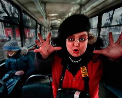 Дичь в Керчи! Пожилую женщину с ребёнком замуровали в автобусе