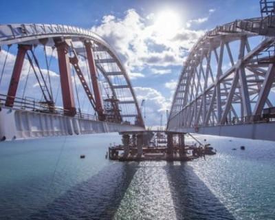 Экс-депутат Украины прокатился по Крымскому мосту и стал завидовать России
