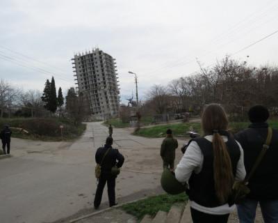 Фоторепортаж с места неудавшегося взрыва 16-ти этажного дома в Севастополе (15 фото)