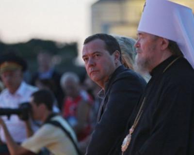 Где Медведев и Аксёнов вместе провели время?