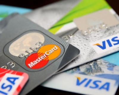 В Крыму прекращают выпускать и обслуживать карты Mastercard и Visa
