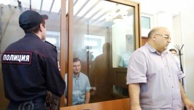 В российском городе в школьных дневниках напечатали обращение мэра, арестованного за взятку (фото)