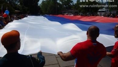 Севастополь развернул гигантский флаг России