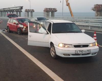Две машины в хлам! На Крымском мосту произошла утренняя авария (ФОТО)