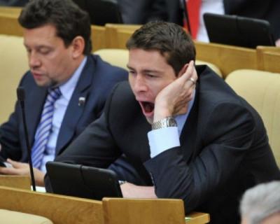Вы не поверите, но депутатам Госдумы снижен штраф за отсутствие на заседании — с 1/6 до 1/9 от зарплаты