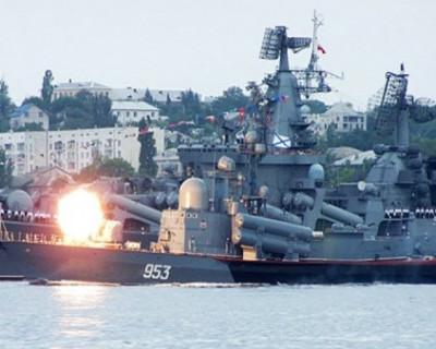 В Крым стягивают боевые корабли и самолеты