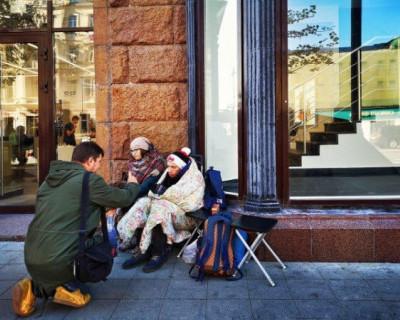Сколько в Москве стоит место в очереди за iPhone (ФОТО)