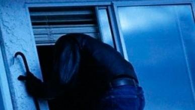 Крымчанин оставил на проветривание окно и ночью пролез за деньгами