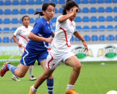 В Севастополе живёт и тренируется единственная в Крыму женская команда по футболу