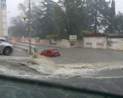 В Сочи подтоплены тысячи домов, перекрыты дороги, идет эвакуация населения