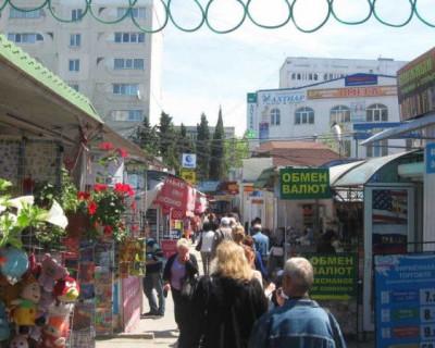 Часть НТО на «Сталинградском» рынке расположена на незаконных основаниях