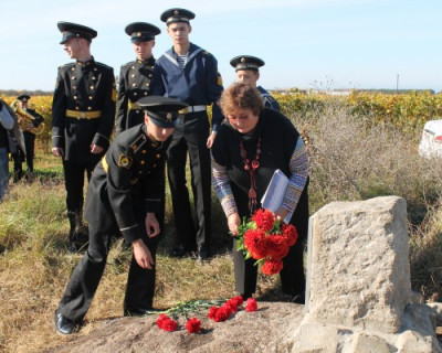 Началу второй героической обороны Севастополя посвящается...