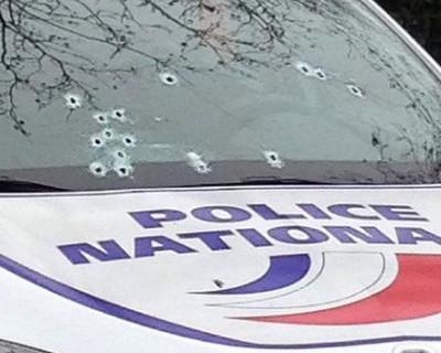 Вчерашний теракт в Париже - террористы добивают полицейского (видео)