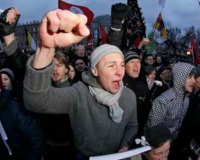 Единоросс предложил лишать прав родителей, дети которых участвуют в митингах