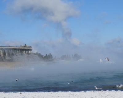 В Севастополе частично замерзла бухта «Омега» (30 фото)