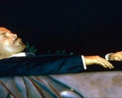 Тело Ленина в Мавзолее заменят резиновой куклой