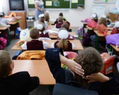 Учительница ударила  второклассника головой об парту