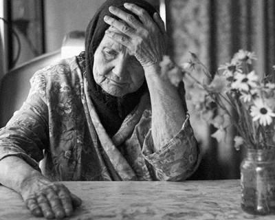 Почему на Украине вешаются старушки