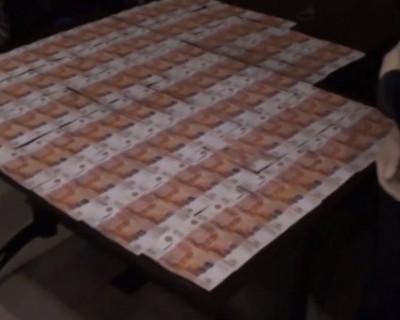 Видео передачи взятки сотруднику ФСБ в симферопольской гостинице (ВИДЕО)