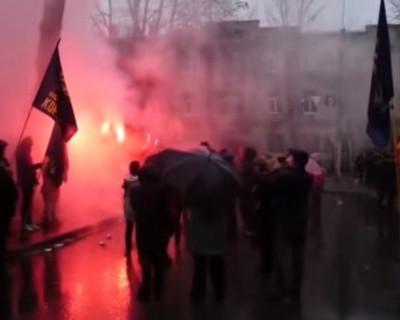 По всей Украине нападают на консульства РФ