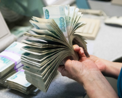 Курс рубля снизился после ЧП в Черном море