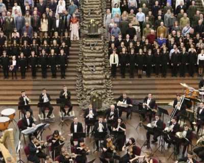 700 человек спели легендарную песню «Катюша» (ВИДЕО)