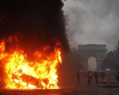 В центре Парижа все горит (МНОГО ФОТО)