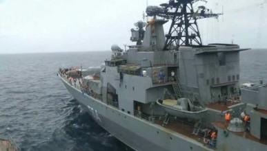 Американский эсминец в спешке ушел восвояси, увидев российский противолодочный корабль
