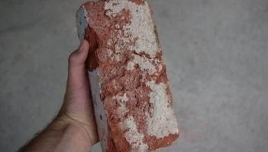 Несовершеннолетний крымчанин избил собутыльника кирпичом и добивал ногами