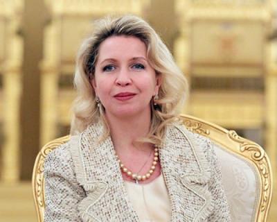 Стало известно, сколько за год заработала жена премьера РФ Медведева и жена пресс-секретаря президента