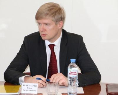 Вице-губернатор Севастополя Илья Пономарев пригрозил кадровыми решениями