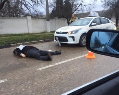 В Севастополе под колесами машины автошколы умер человек