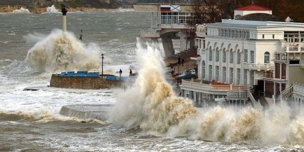 Декабрьский шторм в Севастополе