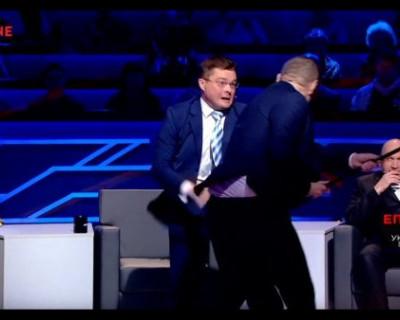 Украинский депутат, который мечтает взорвать Крымский мост, подрался с политологом в прямом эфире
