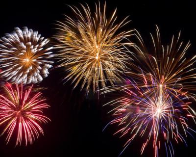 В новогоднюю ночь небо над Крымом «засверкает» разноцветными огнями