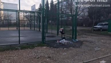 Мусор на ул. Корчагина, 38 ожидает распоряжений Ярусова?