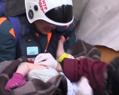 Как себя чувствует младенец, спасённый из-под завалов в Магнитогорске?