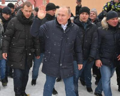 Как Путин успокоил плачущую девочку (ВИДЕО)
