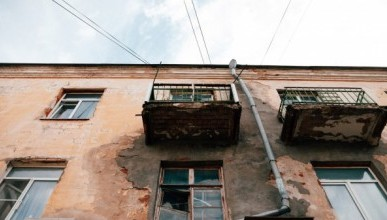 Где в центре Севастополя не стоит ходить, чтобы на голову не рухнул балкон? (ФОТО)