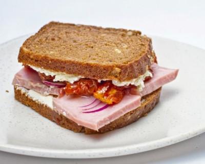 В российских школах запретят домашние бутерброды