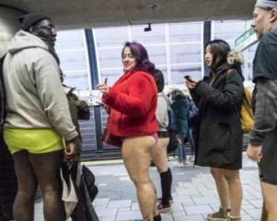 В США сотни людей катались в метро в зимней одежде, но без штанов (ФОТО, ВИДЕО)