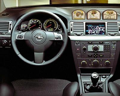 Российских водителей могут штрафовать за отсутствие икон в салоне автомобиля