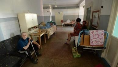 В российской глубинке обнаружена больница, где стоят кровати из досок и стульев (ФОТО)