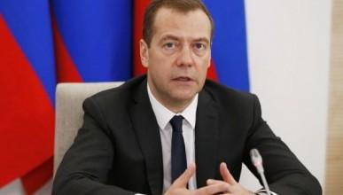 Кортеж Дмитрия Медведева вызвал недовольство россиян (ВИДЕО)