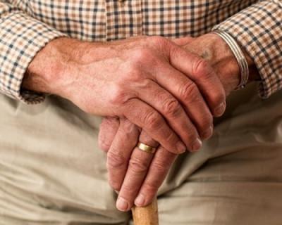 В Севастополе несколько лет работает пенсионер-аферист